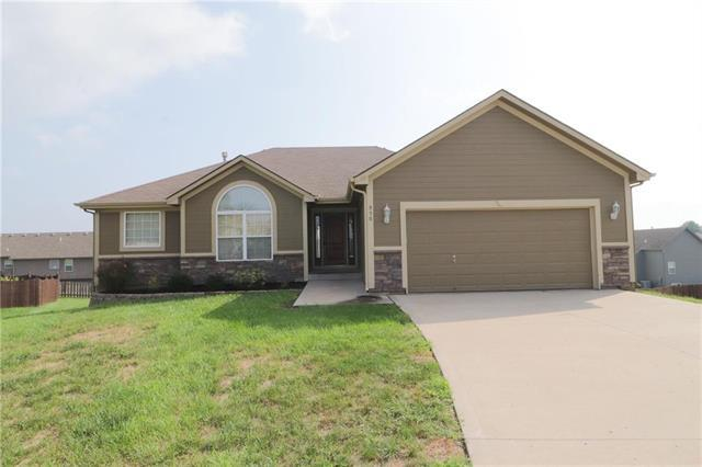950 NW Birch Court, Grain Valley, MO 64029 (#2126555) :: Edie Waters Network