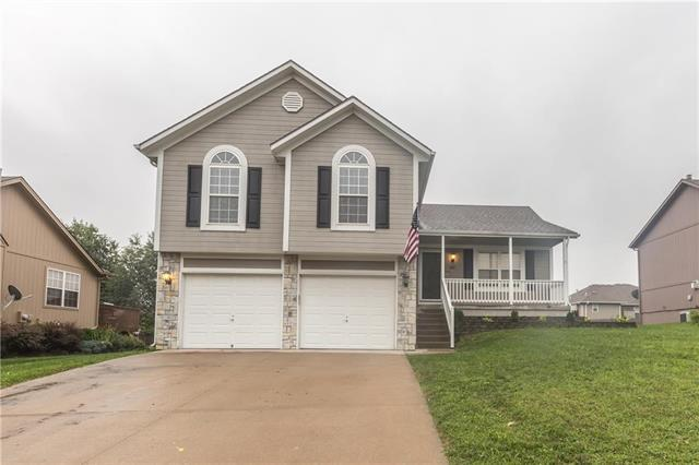 1017 Wiltshire Boulevard, Raymore, MO 64083 (#2126599) :: Char MacCallum Real Estate Group