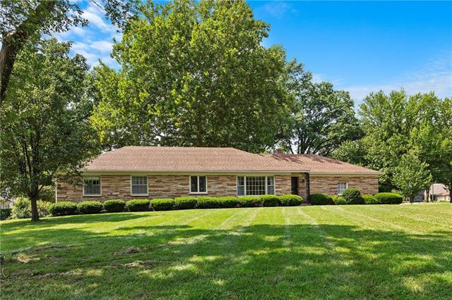 11408 Wornall Terrace, Kansas City, MO 64114 (#2126616) :: Edie Waters Network