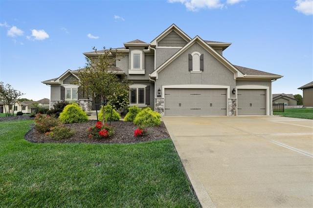 741 SW Admiral Byrd Drive, Lee's Summit, MO 64082 (#2126662) :: Char MacCallum Real Estate Group