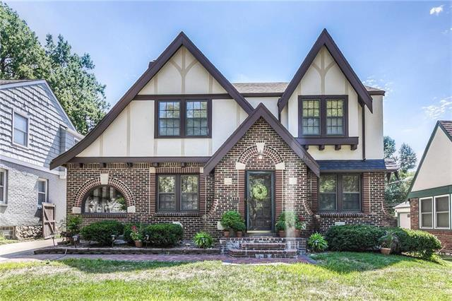 1255 W 71st Terrace, Kansas City, MO 64114 (#2126688) :: Edie Waters Network