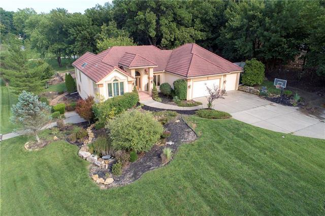 16341 Kranker Drive, Stilwell, KS 66085 (#2126712) :: Char MacCallum Real Estate Group
