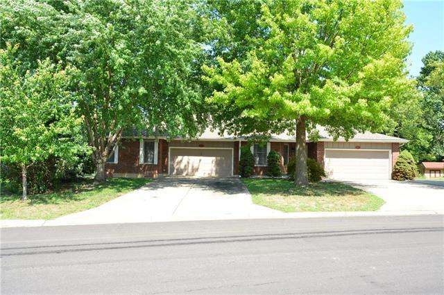 2320 Twin Oaks Drive, Harrisonville, MO 64701 (#2126717) :: The Gunselman Team