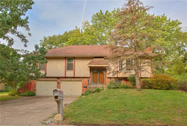 5814 NW Raintree Drive, Parkville, MO 64152 (#2126730) :: Edie Waters Network