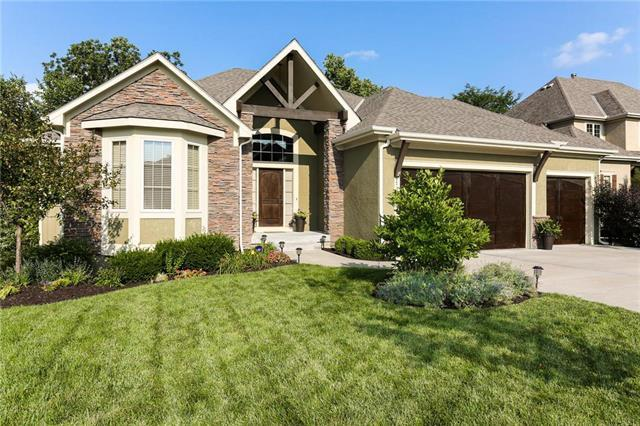 9731 Redbird Street, Lenexa, KS 66227 (#2126821) :: Edie Waters Network
