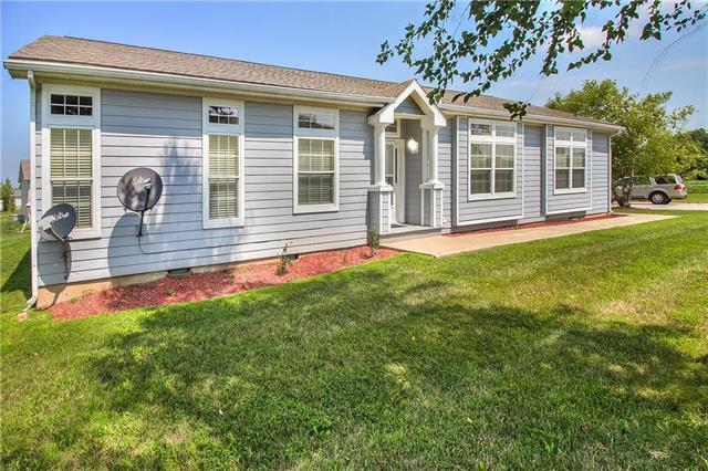 944 N White Oaks Lane, Oak Grove, MO 64075 (#2126840) :: Edie Waters Network