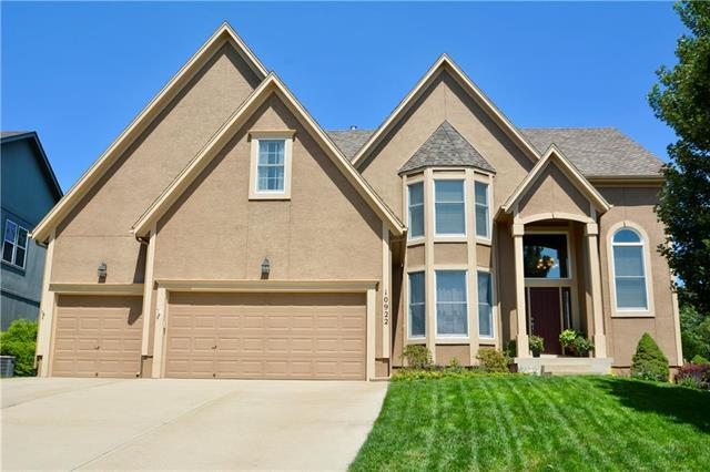 10922 W 143rd Terrace, Overland Park, KS 66221 (#2126858) :: Edie Waters Network