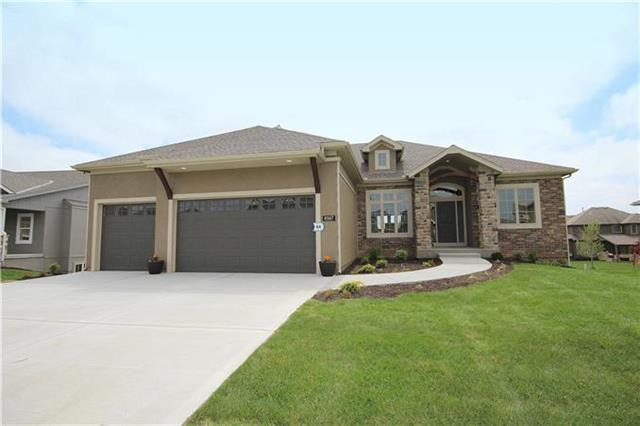 5980 S National Drive, Parkville, MO 64152 (#2126998) :: Edie Waters Network