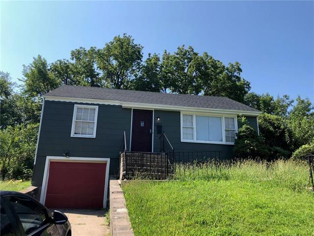3807 E 71ST Terrace, Kansas City, MO 64132 (#2127064) :: Edie Waters Network