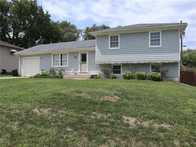 1832 S 52nd Terrace, Kansas City, KS 66106 (#2127227) :: Edie Waters Network