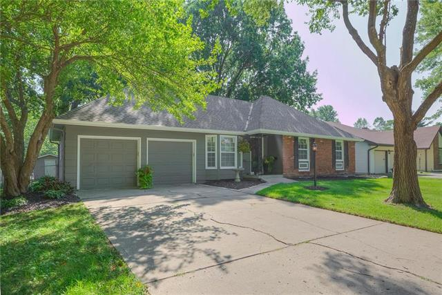 607 NE Independence Avenue, Lee's Summit, MO 64063 (#2127229) :: Edie Waters Network