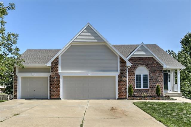 4623 Meadow View Drive, Shawnee, KS 66226 (#2127280) :: Edie Waters Network