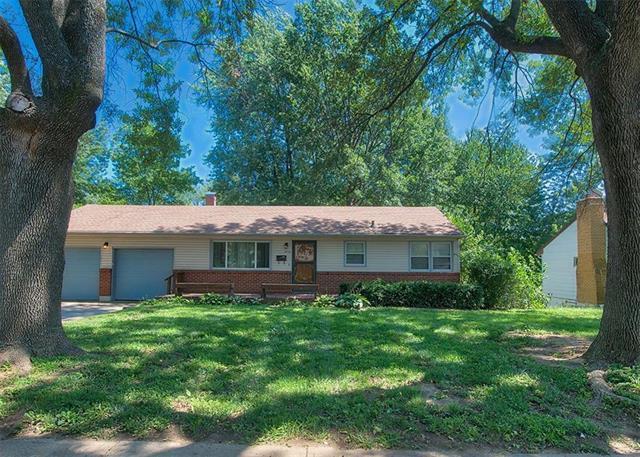 3713 S Pleasant Street, Independence, MO 64055 (#2127311) :: Edie Waters Network