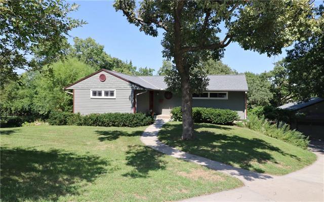 6321 Sherwood Lane, Merriam, KS 66203 (#2127339) :: Edie Waters Network