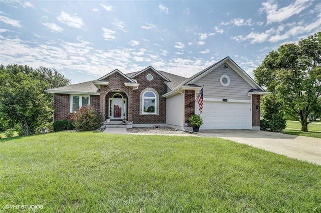 17505 E 171st Street, Pleasant Hill, MO 64080 (#2127345) :: Edie Waters Network