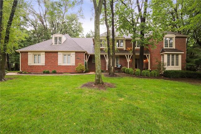 911 W 125th Terrace, Kansas City, MO 64145 (#2127364) :: Char MacCallum Real Estate Group