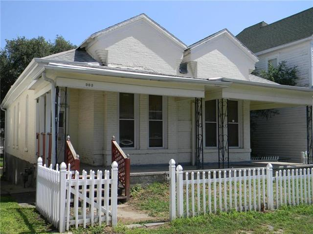 905 S 16th Street, St Joseph, MO 64503 (#2127369) :: Char MacCallum Real Estate Group