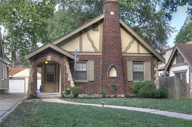 7132 Jefferson Street, Kansas City, MO 64114 (#2127472) :: Edie Waters Network
