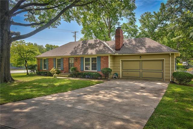 621 E 109TH Street, Kansas City, MO 64131 (#2127638) :: Char MacCallum Real Estate Group
