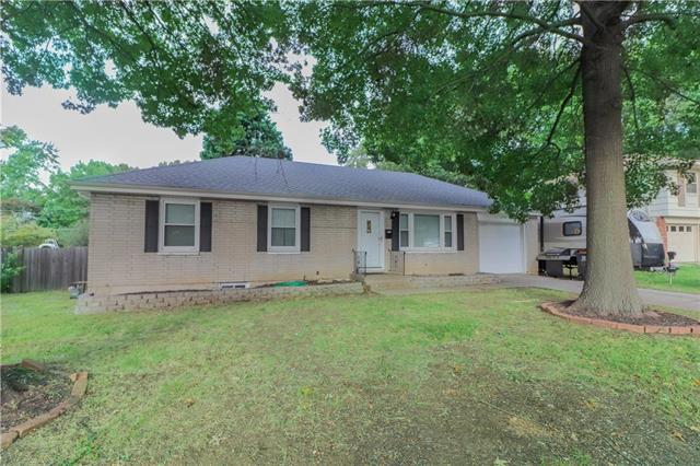 3728 Greenwich Lane, Independence, MO 64055 (#2127703) :: Edie Waters Network