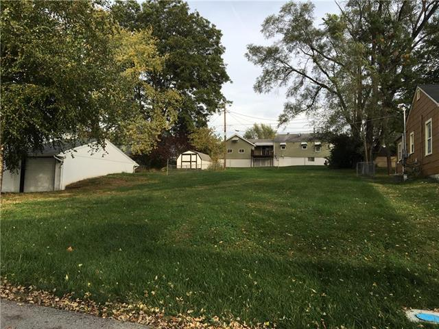 4321 N Jackson Avenue, Kansas City, MO 64117 (#2127802) :: Edie Waters Network