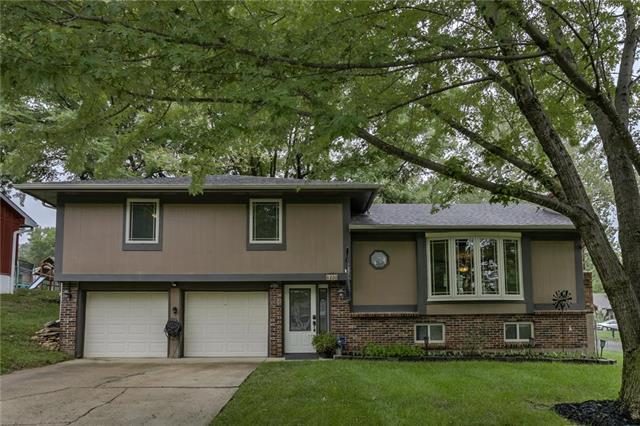 6200 NW 50th Terrace, Kansas City, MO 64151 (#2127835) :: Edie Waters Network