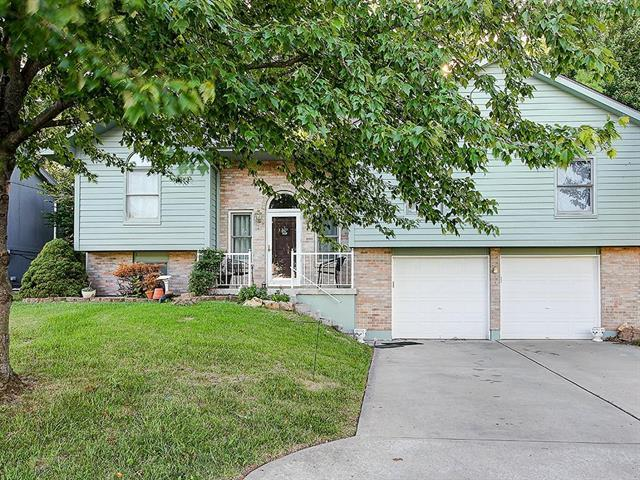 908 SW Foxtail Drive, Grain Valley, MO 64029 (#2127839) :: Edie Waters Network