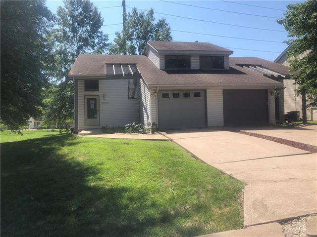 11623 E 59th Terrace, Kansas City, MO 64133 (#2127890) :: NestWork Homes