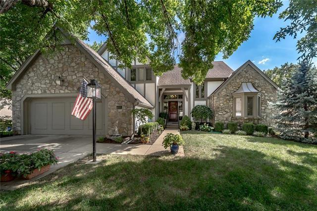 4681 W 124th Place, Leawood, KS 66209 (#2127943) :: The Gunselman Team