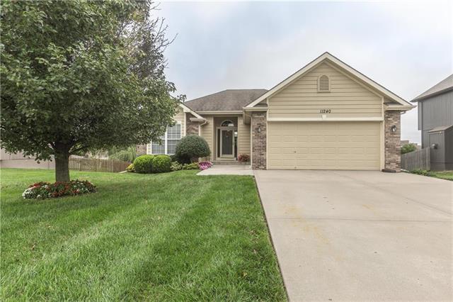 11240 N Belleview Avenue, Kansas City, MO 64155 (#2127961) :: Dani Beyer Real Estate