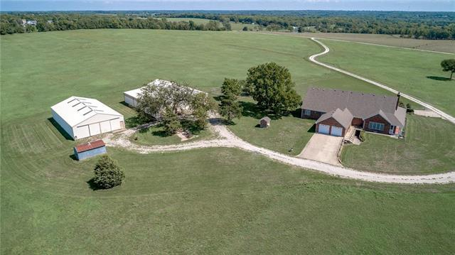 22856 Cedar Niles Road, Spring Hill, KS 66083 (#2128003) :: Edie Waters Network