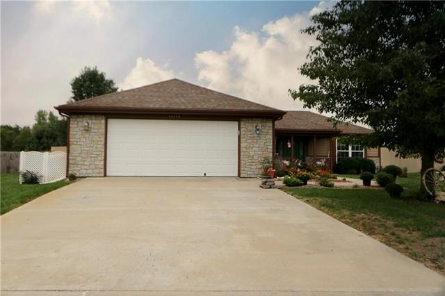 16713 Freeman Drive, Basehor, KS 66007 (#2128011) :: Edie Waters Network
