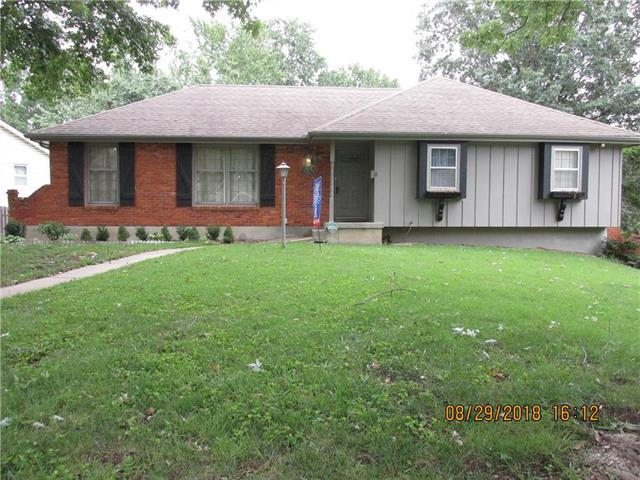 5709 Ridgeway Avenue, Kansas City, MO 64133 (#2128071) :: Edie Waters Network