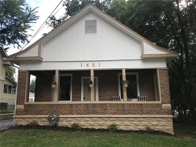 1421 W College Street, Independence, MO 64050 (#2128135) :: Edie Waters Network