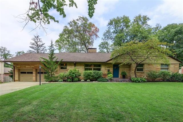 5729 Reinhardt Drive, Fairway, KS 66205 (#2128155) :: Char MacCallum Real Estate Group