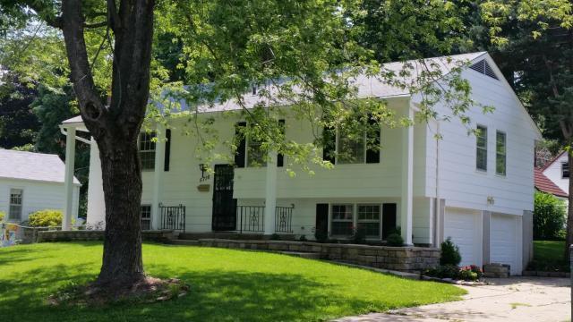 5716 Harvard Avenue, Raytown, MO 64133 (#2128217) :: Char MacCallum Real Estate Group