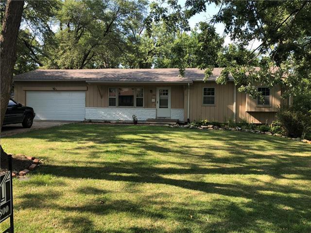 11704 E 74TH Terrace, Kansas City, MO 64133 (#2128277) :: Char MacCallum Real Estate Group