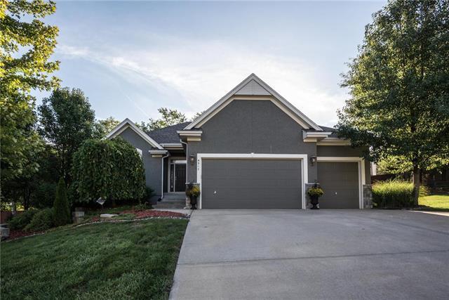 4517 N 110th Street, Kansas City, KS 66109 (#2128294) :: Char MacCallum Real Estate Group