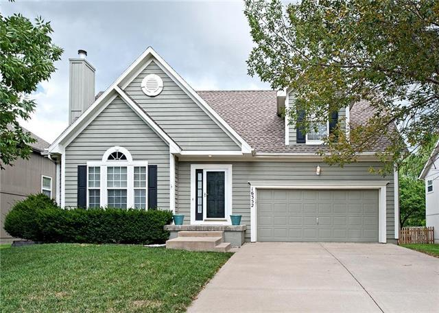 16352 W 157th Street, Olathe, KS 66062 (#2128310) :: Edie Waters Network
