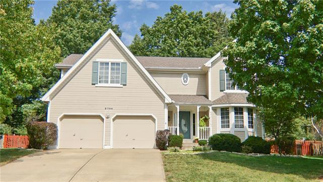 2704 NW Bent Tree Circle, Lee's Summit, MO 64081 (#2128332) :: Kansas City Homes