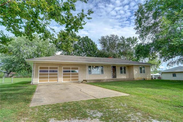 804 SW 19th Street, Blue Springs, MO 64015 (#2128334) :: Edie Waters Network