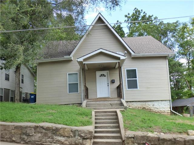 708 Magnolia Avenue, Excelsior Springs, MO 64024 (#2128396) :: Edie Waters Network