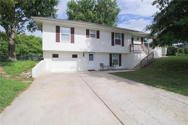 606 Birch Street, Peculiar, MO 64078 (#2128398) :: Edie Waters Network