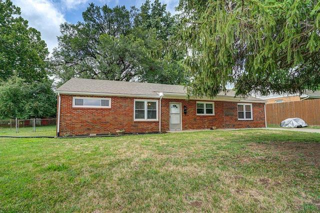 1001 E Lexington Avenue, Independence, MO 64050 (#2128439) :: Edie Waters Network