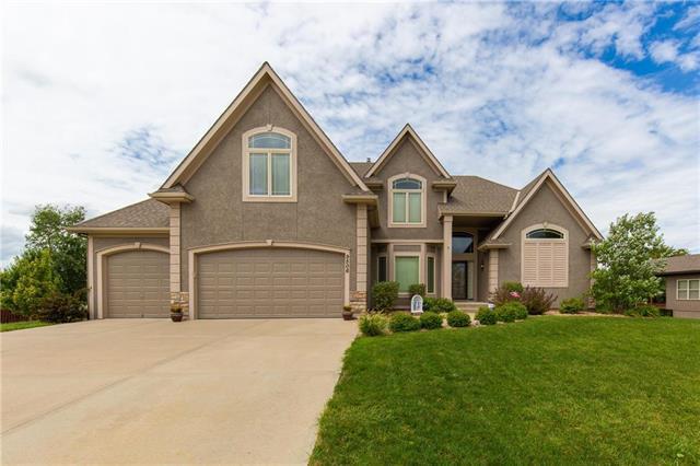 9506 N Kensington Avenue, Kansas City, MO 64156 (#2128467) :: Edie Waters Network