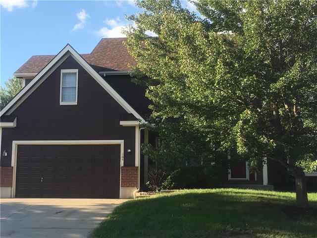 704 Cottonwood Drive, Lansing, KS 66043 (#2128485) :: Edie Waters Network