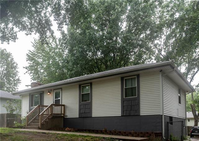 2110 S Owings Street, Oak Grove, MO 64075 (#2128506) :: Edie Waters Network