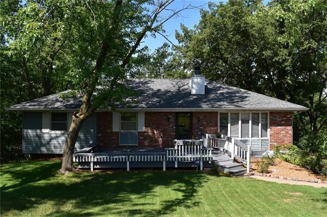 10708 Hickman Heights Road, Kansas City, MO 64137 (#2128555) :: Edie Waters Network