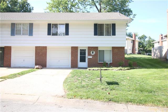 7129 N Berkley Avenue, Kansas City, MO 64152 (#2128579) :: Edie Waters Network