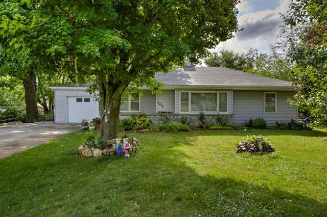 702 Madison Street, Pleasant Hill, MO 64080 (#2128597) :: Edie Waters Network